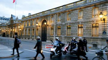 Police officers establish a secuirty zone outside the Elysee Palace in Paris, France. (AAP)