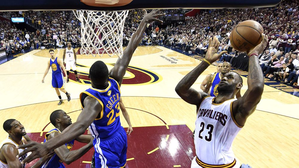 LeBron-led Cavs blow out Warriors