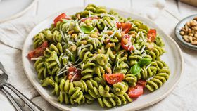 Creamy dreamy avocado pesto pasta