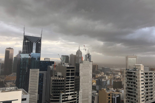 Melburnians woke up to dark clouds hanging over the city. (9NEWS / Katie Hale)