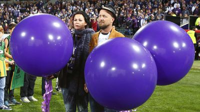 Rin Norris and Anthony Maslin release balloons in a tribute to their children who lost their lives in the Malaysian airlines tragedy. (AAP)