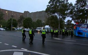 Scramble to get baby formula, food to thousands in Melbourne towers in 'hard lockdown'