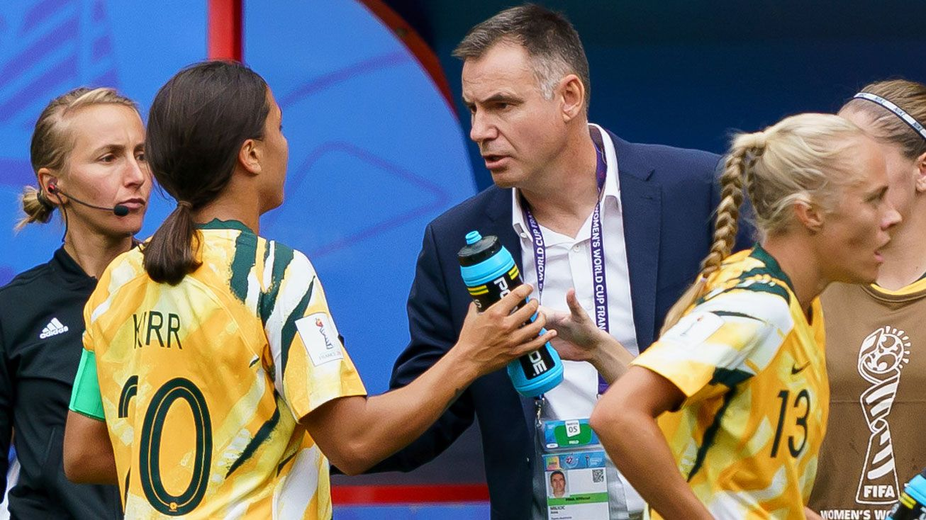 Matildas coach Ante Milicic talks to star player Sam Kerr.