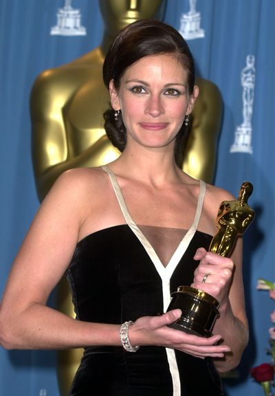 Sleek and sophisticated to collect her Best Actress Oscar for<em> Erin Brockovich</em> in 2001
