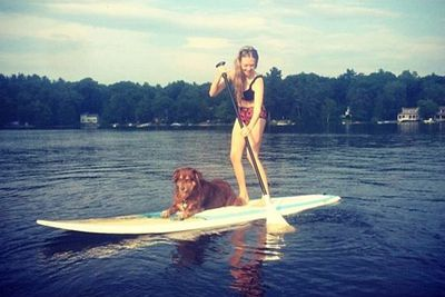 Ok, so we get that Amanda Seyfried's in a tiny bikini while paddleboarding... but how cute is her pet pooch Finn?! <br/><br/>Sorry Manda, your pup just totally stole you're Insta-moment. <br/>