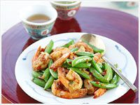 Szechuan prawns with sugar snap peas