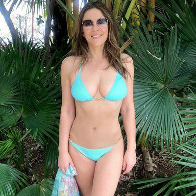 9e5fa4e5546d Elizabeth Hurley takes a meditation break in her bikini