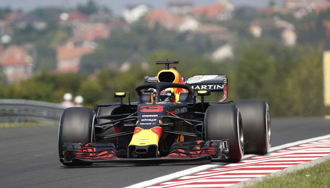 Daniel Ricciardo makes early Grand Prix statement in Hungary
