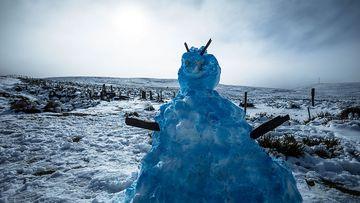 Australia shivers as temperatures drop and snow falls