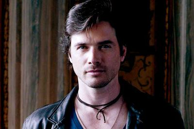 <B>The dad:</B> Rufus Humphrey (Matthew Settle), <i>Gossip Girl</i><br/><br/><B>Father to:</B> Dan (Penn Badgley), Jenny (Taylor Momsen) and Scott Ronsson (Chris Riggi).<br/><br/><B>Why he's a rad dad:</B> Imagine having a dad who sacrificed everything to give you the kind of privileged life he himself never had. That's what Rufus did for Dan and Jenny, spending every last cent of his savings to allow them to experience the elite life of New York's wealthy Upper East Side. He's the kind of father the rest of the gang wishes they'd had.