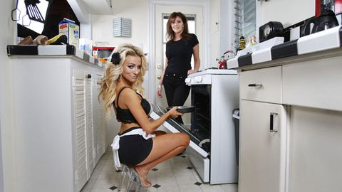 Courtney is baking with Mum