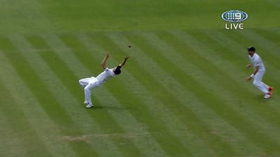 Alastair Cook catches Brad Haddin