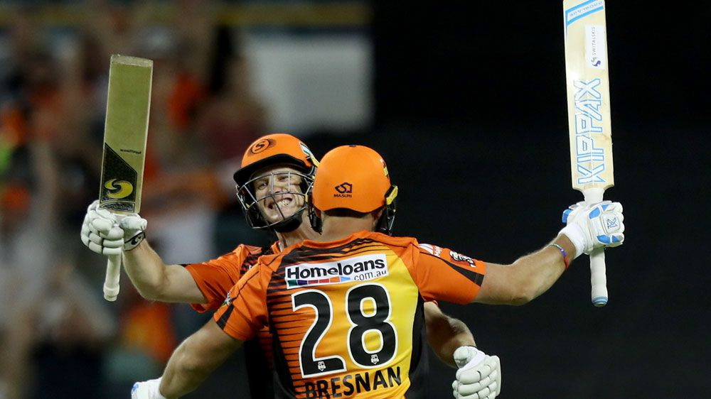 Perth Scorchers secure top spot with BBL win over Adelaide Strikers