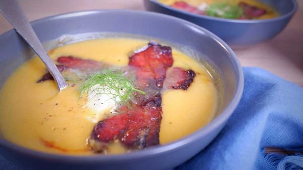 Classic pumpkin soup with candied bacon topper