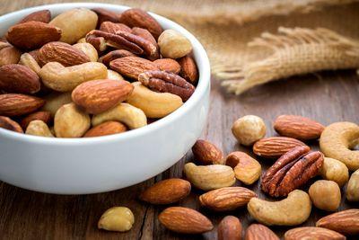 Handful of nuts: 2g fibre