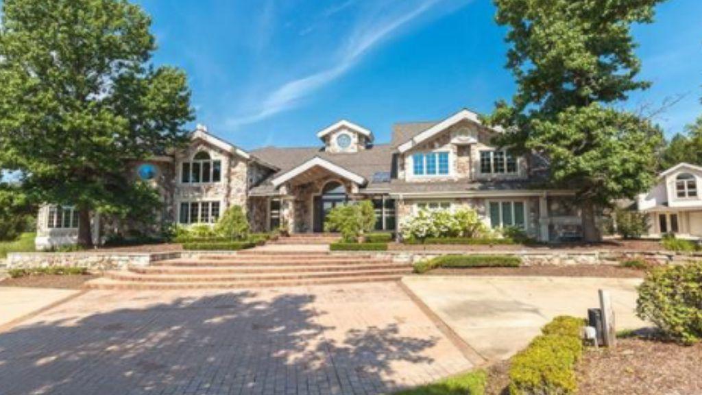 Eminem sells Detroit home