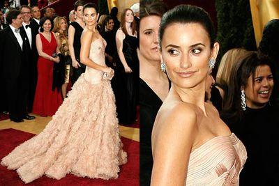Classic Oscars glam. Pene's a class act.