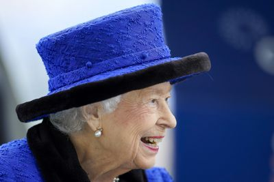 The Queen ditches walking stick during day out at Royal Ascot, October