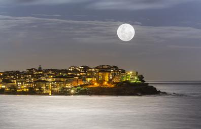 Super moon Bondi Beach