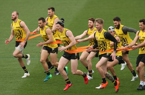 Two AFL Finals games to be held at the Melbourne Cricket Ground could be chilly with 45km/h winds and up to 15mm of rain predicted.