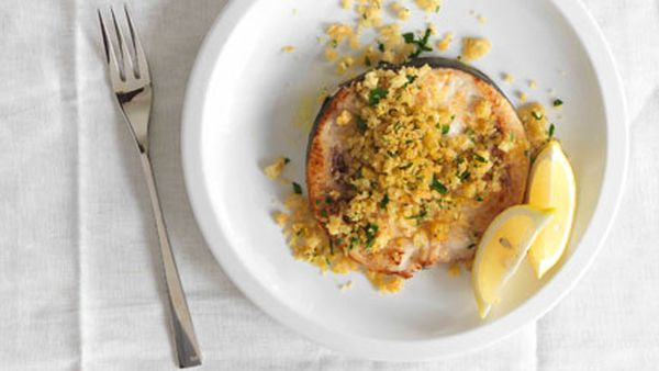 Swordfish with breadcrumbs, zucchini and mint