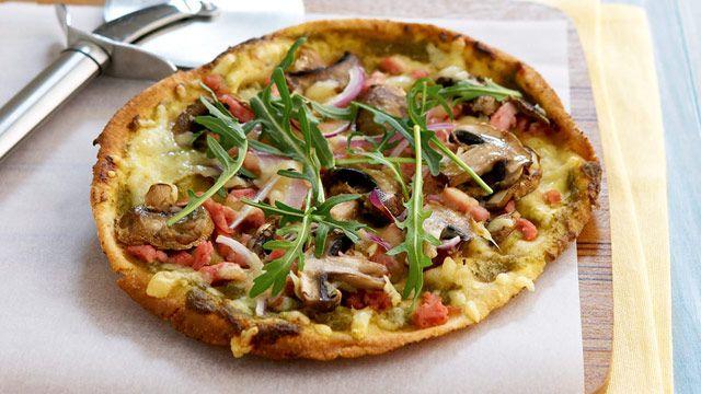 Pesto, bacon and mushroom pizza for $9