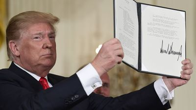 Trump orders creation of 'space force'