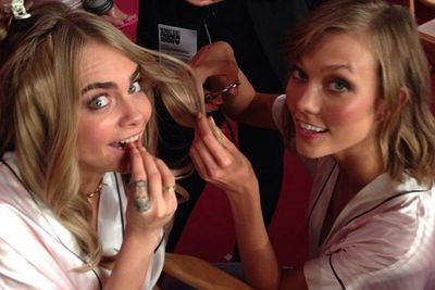 """Before she tries to snip Cara's hair! She looks terrified of the """"Kloss"""" cut!"""