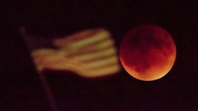 <p>The super moon in Kansas City. (AAP)</p><p>Star gazers have been treated to a rare astronomical event, with the moon bathed in blood-red light throughout much of Africa, Europe and the Americas.</p><p><strong>Click through for more images of the moon.</strong></p>