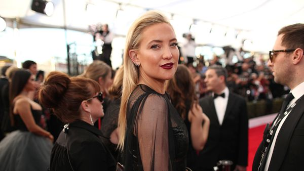 Kate Hudson knows how to rock a red lip in style. Image: Getty.