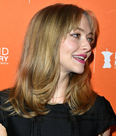 Amanda Seyfried chopped and changed and in a mighty big way. Is it a clip in fringe? That remains to be seen, but permanent or not, we love.