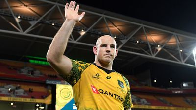 Moore brings forward rugby retirement