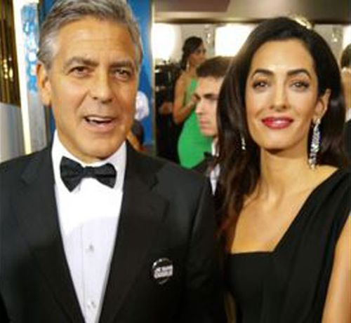 George and Amal Clooney wearing 'Je suis Charlie' badges at the Golden Globes. (Twitter)