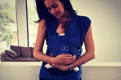 @megankgale: Finally got around to trying out my @hugabubcarriers ... It IS like learning how to do origami... But once you have it on and bub inside OH MY GOD.. Such a relief and a load off my shoulders, arms and back plus it's almost like having him in my tummy again!!