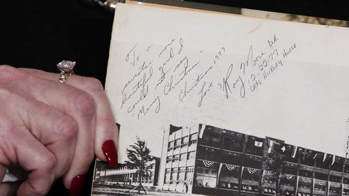 A note Roy Moore wrote in Beverly Young Nelson's yearbook before he allegedly molested her. (AAP)