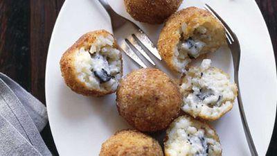 "Recipe:&nbsp;<a href=""http://kitchen.nine.com.au/2016/05/17/15/01/truffle-arancini"" target=""_top"">Truffle arancini</a>"