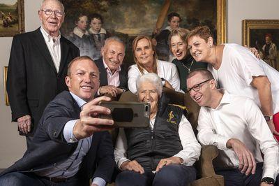Locky gets selfie fever
