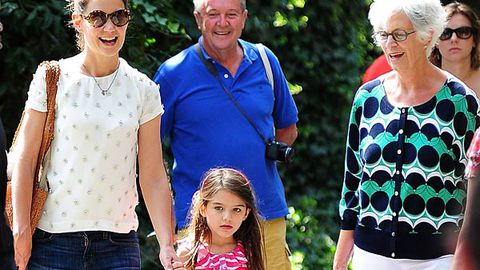 Watch: Katie and Suri visit the zoo as Tom threatens to sue over abuse claims