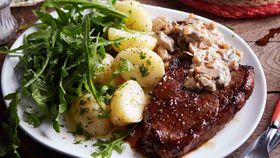 Rump steak with mushroom sauce