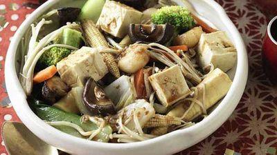 "Recipe:<a href=""http://kitchen.nine.com.au/2016/05/20/11/01/buddahs-delight-vegetable-stirfry"" target=""_top"">Buddah's Delight vegetable stir-fry</a>"