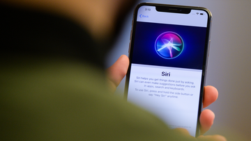 Apple is apologising for allowing outsiders to listen to snippets of people's recorded conversations with its digital assistant Siri.