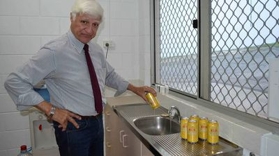 Bob Katter takes aim at XXXX amid strikes