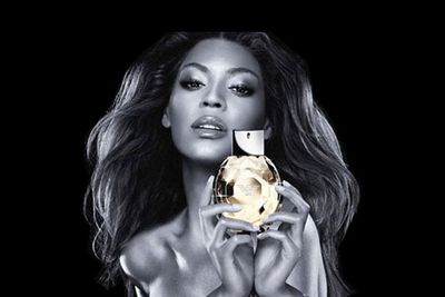 Beyonce gained an extra set of hands for Emporio Armani <i>Diamonds Intense</i> ads in 2008.