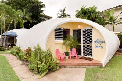 "<strong>#10 <a href=""https://www.airbnb.com/rooms/1602856"" target=""_top"">Igloo by the Sea</a> - Trinity Beach, Queensland</strong>"