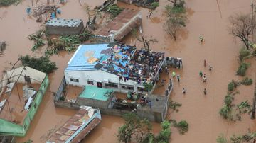 Thousands cling to roofs waiting for rescue
