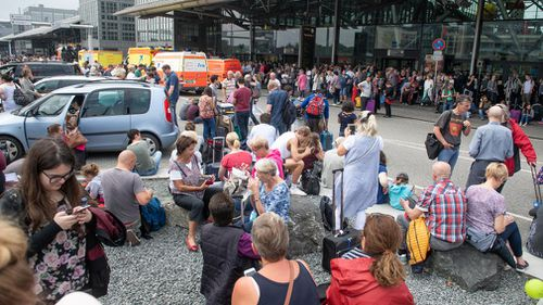 Hundreds left stranded amid power outage at international airport in Hamburg, Germany