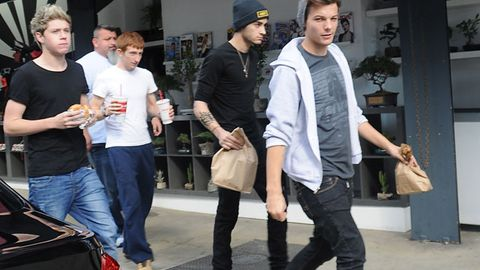 One Direction buying burgers in LA.
