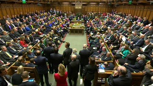 UK MPs back military action against ISIL