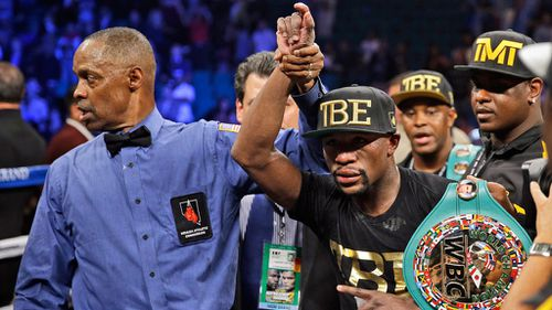 Maidana rejects bite claims, says Mayweather 'intentionally' poked him in eye