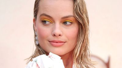 <p>When Margot Robbie burned up the red carpet recently she wore something truly surprising.</p> <p>The blonde actress skipped the traditional form-fitting, slinky gown and instead, opted for something sweet - that is, a crisp white dress with a hint of floral detail. Interestingly, the print looked not one bit out of place. Indeed, it was refreshing, youthful and terribly appealing.</p> <p>Whether it was the elegance of the cut or the delicate nature of the flowers, we'll never know for sure. What we do know is that floral is back and it's sexy as heck. Scroll through our pic gallery and see for yourself.</p>
